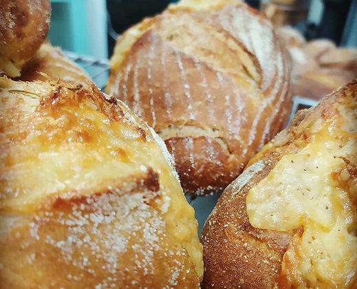 לחם יווני עם גבינת פטה