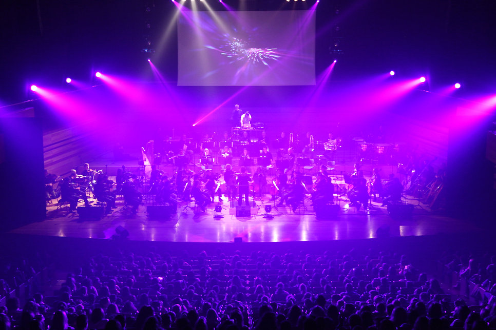 RAIO electronic music with Symphonic Orchestra and visuals, video mapping, projection mapping, 3Dmapping and multimedia.