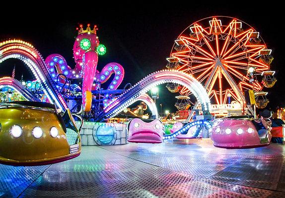 258156-1800x1254-Amusement_Park_night.jp