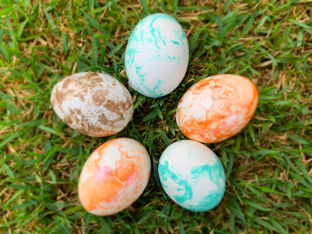 Marbleizing Easter Eggs with Nail Polish