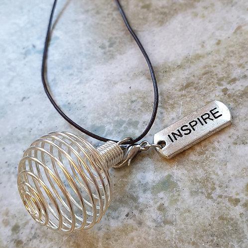 Spiralhänge - stenbur med berlock INSPIRE