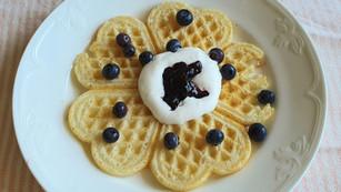 Våfflor- fria från gluten, ägg och mjölk.