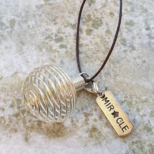 Spiralhänge - stenbur med berlock MIRACLE