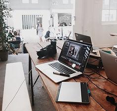camera-contemporary-desk-699459_modifié.