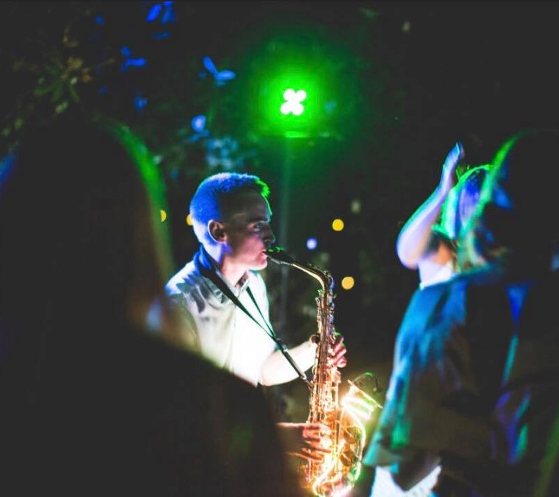 Andy Usher Light Up Sax Bordeauz 2.jpg
