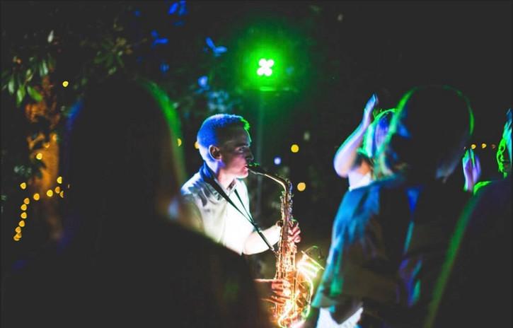 Andy Usher Light Up Sax Bordeauz 2.jpg