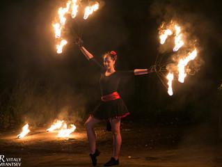 Лиза-артистка шоу проекта Fire Party