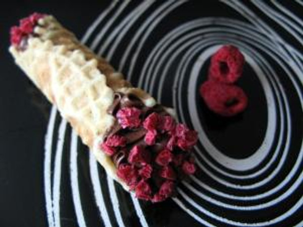 raspberry cannoli