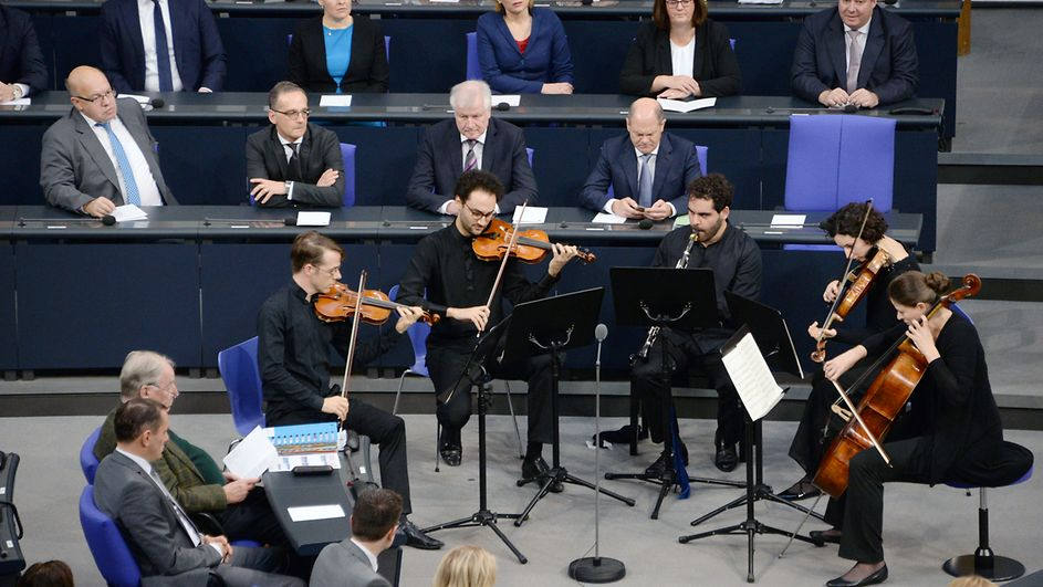 Nimrod Ensemble Gedenkstunde 9 November.jpg