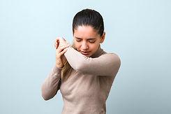 propagation-coronavirus-femme-malade-gri