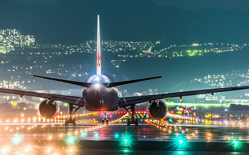night-airport-lights-the-plane-landing.j