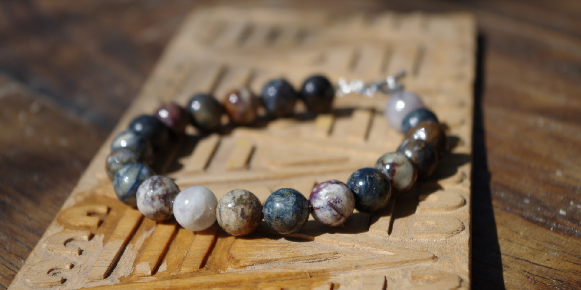 bracelet perles d'arbre pétrifié fossilisé rare