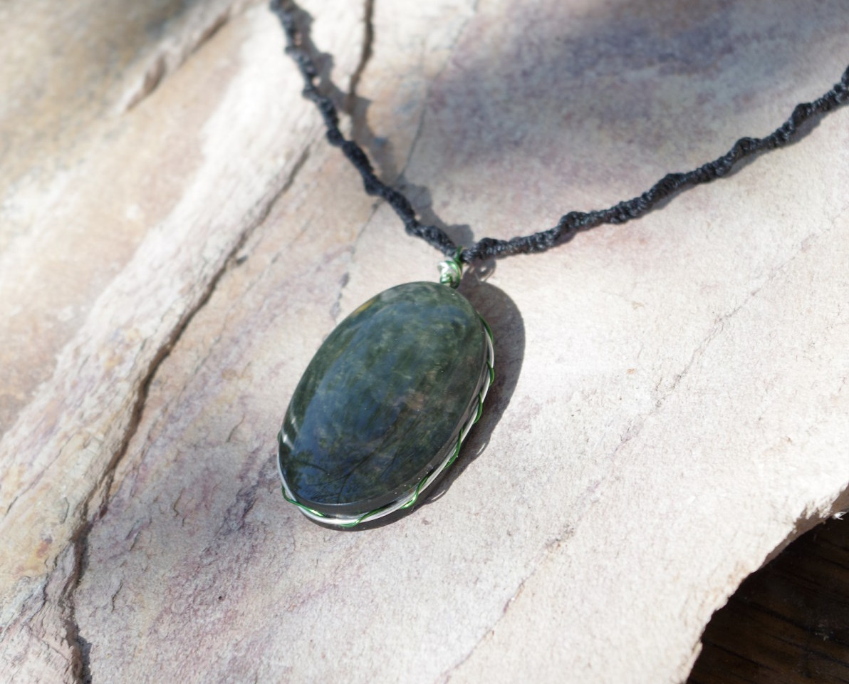pendentif obsidienne mentogochol arc en