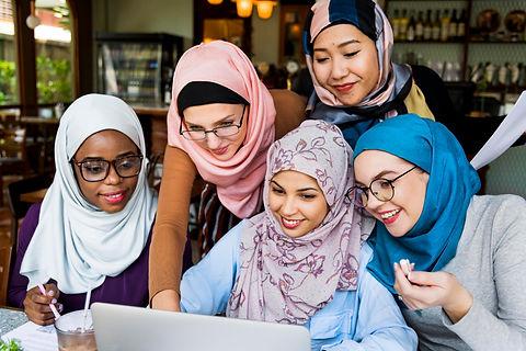 forweb2islamic-women-friends-working-tog