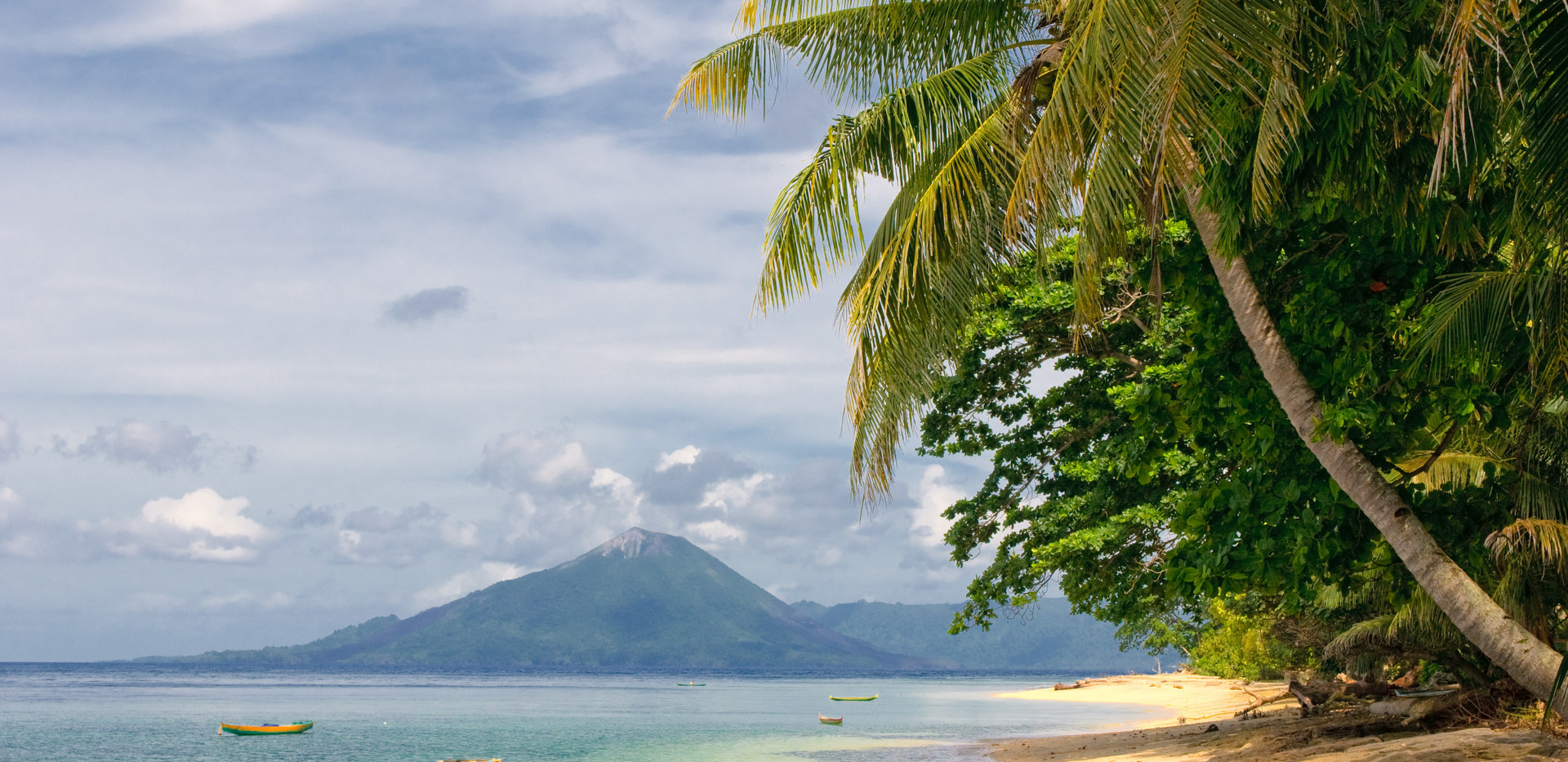 tropical beach, banda islands, indonesia