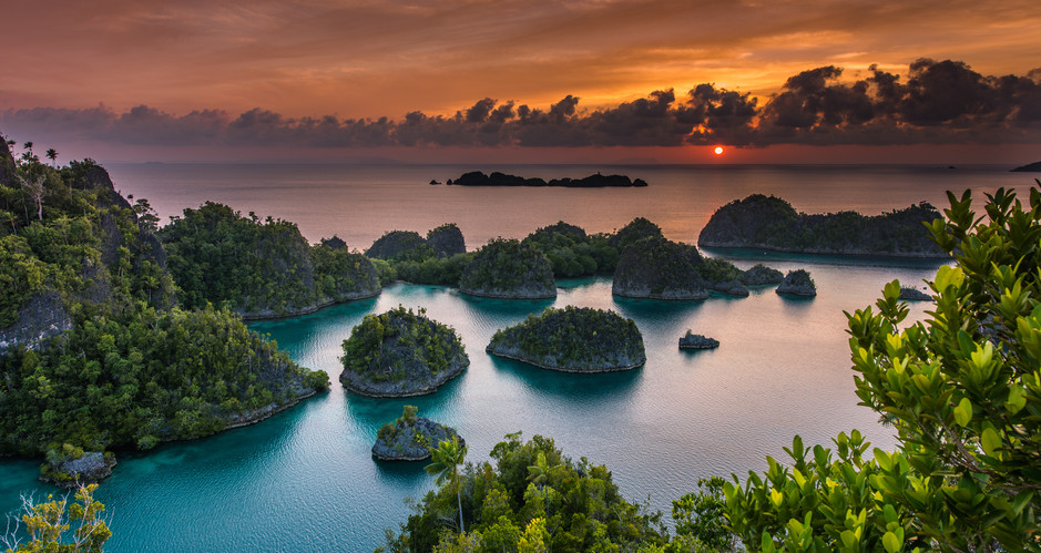 Indonesia superb sunset in Papua.jpg