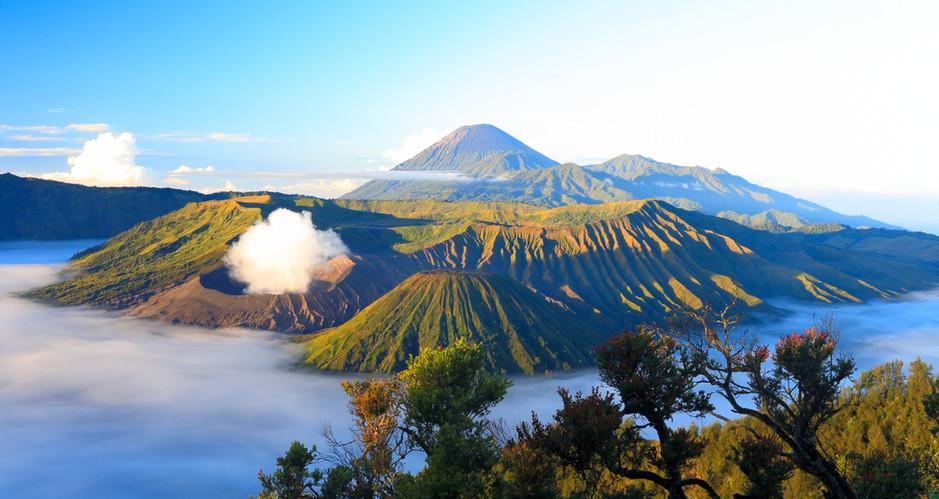 Sunrise. Bromo volcano. Indonesia.jpg