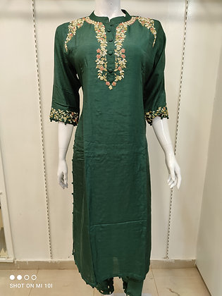 Silk kurta with hand work on neckline with pan