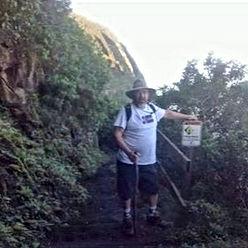 hiking%20in%20hawwaii_edited.jpg