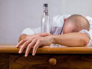 Hur alkohol eller drogberoendet påverkar den som missbrukar.