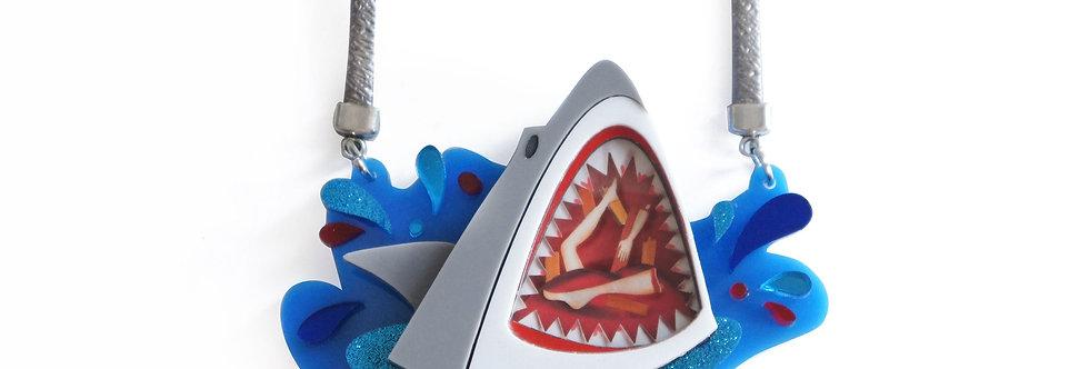 Collar y broche Tiburón