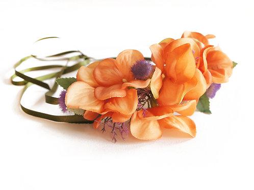 Corona Floral atada con cinta