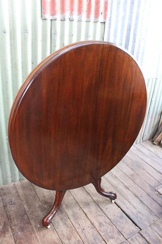 A Victorian Cedar Tilt Top Table - Loo - Breakfast - Dining Table