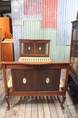 An Antique Mahogany 3/4 Bed with Decorative Inlaid