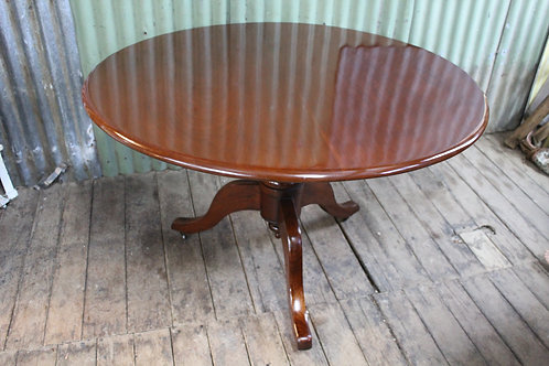 A Victorian Mahogany Circular Table - Tilt Top - Loo Table *FREE DELIVERY *T&C's