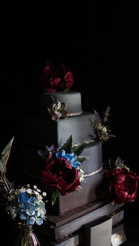 Wedding cakes come in all shapes and colors