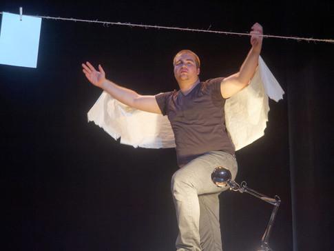 Et mes ailes se sont déchirées comme une feuille de papier