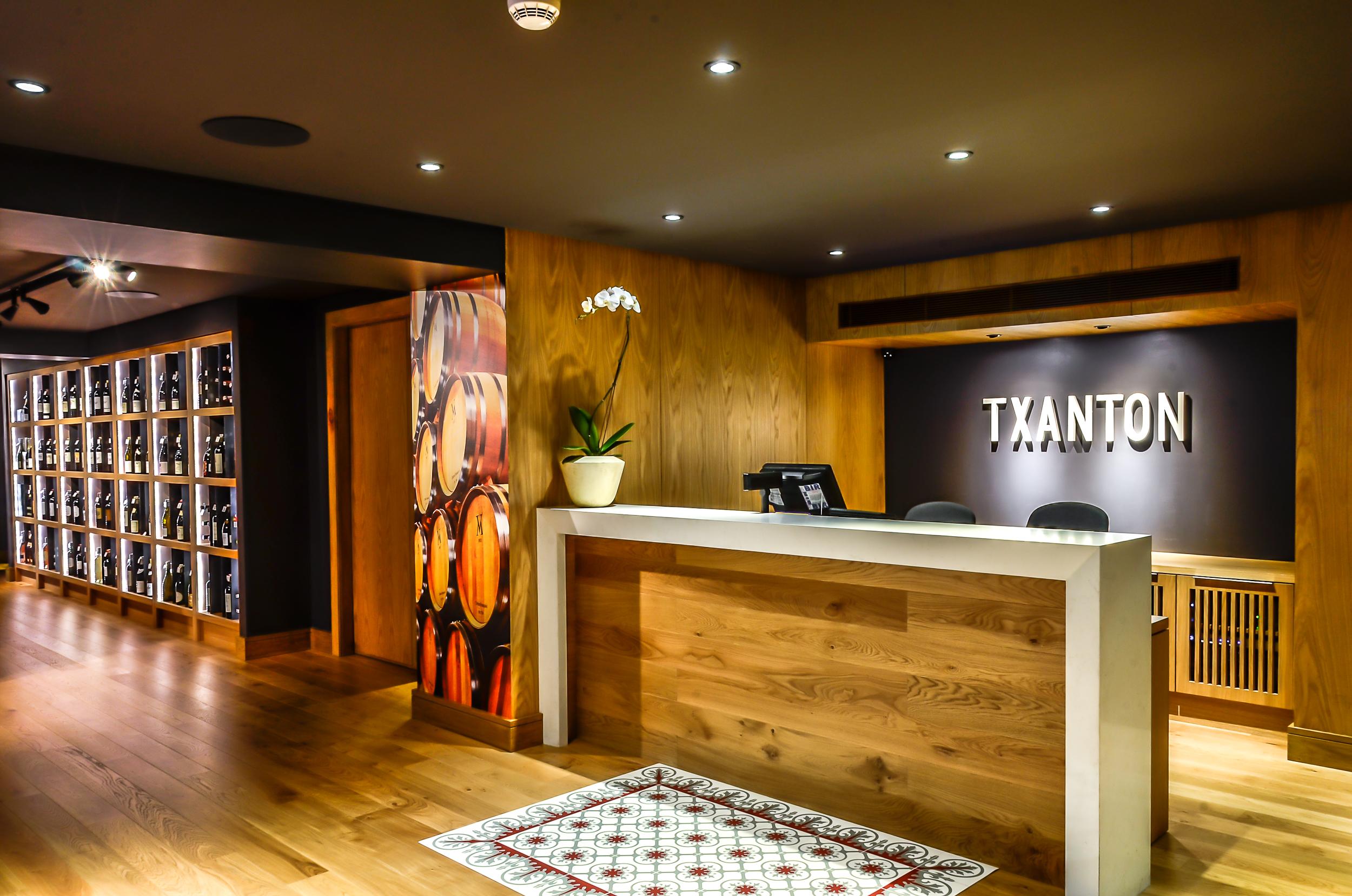 Txanton Front Desk
