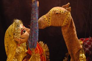 1 danseuse indienne et chameau expo.JPG