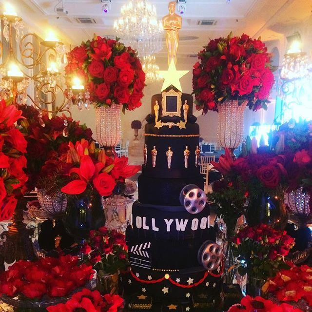 Mesa de doces maravilhosa decorada com t