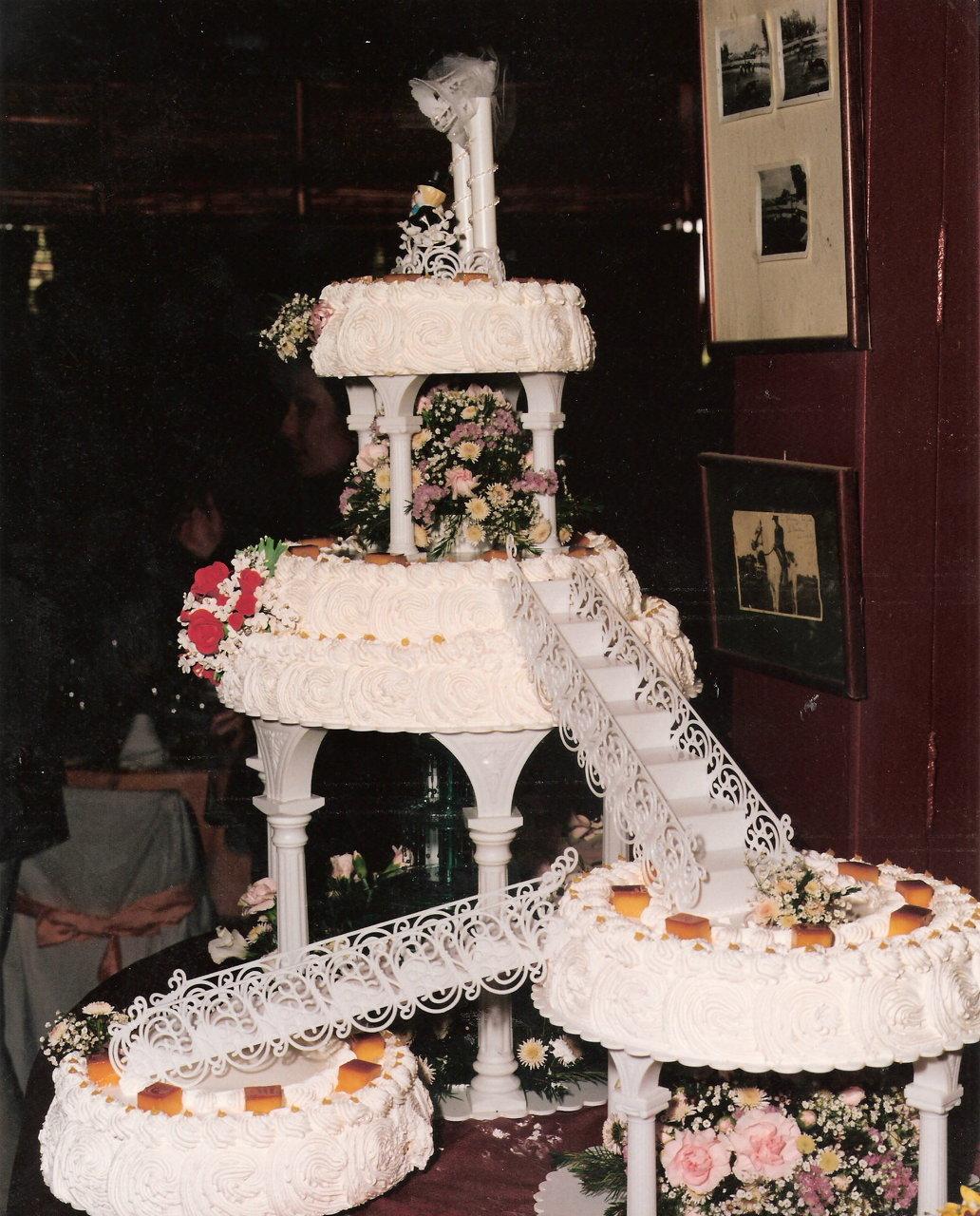 Tarta de boda con fuente de agua.