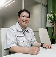 寝屋川営業所長.jpg