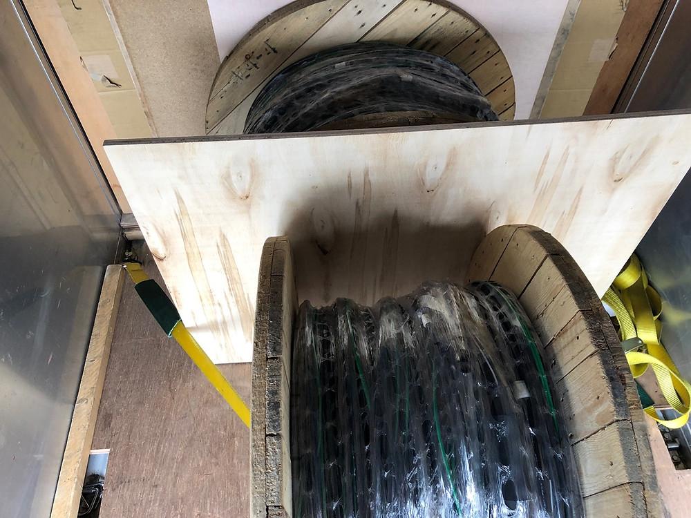 軽トラックで電線ドラムを配達3