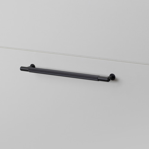 PULL BAR / LINEAR / BLACK / MEDIUM