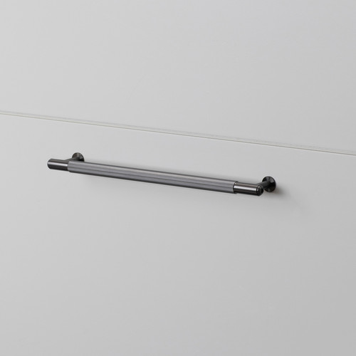 PULL BAR / LINEAR / GUN METAL / MEDIUM