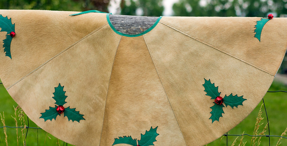 Red Horse Design Company: Christmas Tree Skirt 4 Holly