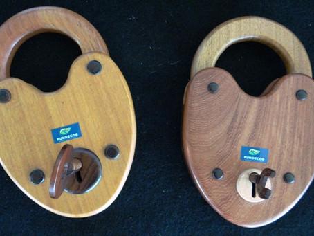 Productos elaborados con materia prima de madera, historia y el corazón.
