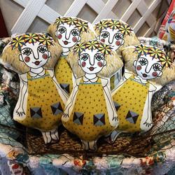 Busy busy busy! Penny Olive medium dolls 💗 #rachelyoderart #kutztownfolkfestival #spoonflower