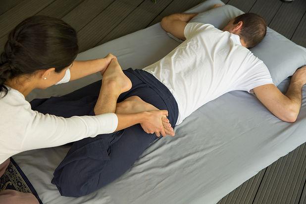 Thai Massage strechings, postures, press