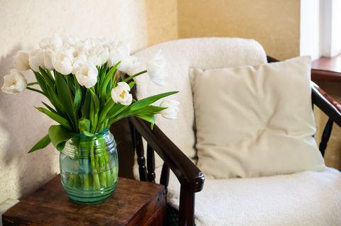 White chair_dreamstime_xs_51213099.jpg