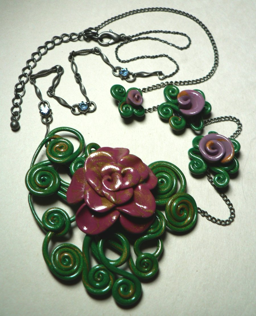 victorian_rose_necklace_by_blackmagdalena