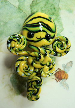 bumblebee_octopus_barrette_by_blackmagdalena-d4hhfzd