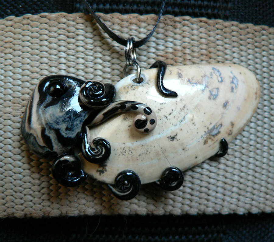 oil_spill_octopus_necklace_by_blackmagdalena-d4f7ghi