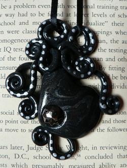 onyx_octopus_necklace_by_blackmagdalena-d4gzgr3