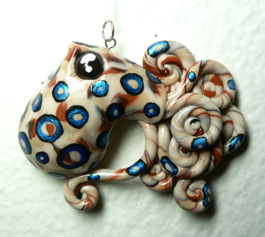 blue_ringed_octopus_charm_by_blackmagdalena-d2odjim