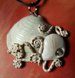 octopus_on_a_clam_shell_necklace_by_blackmagdalena-d4jrv87